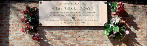 800px-Las_Trece_Rosas